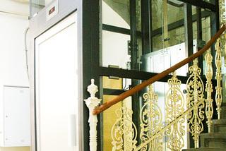 Osobní výtah v prosklené šachtě, 10 osob, 9 stanic, Praha 9, d