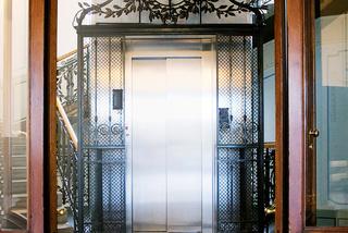 Domovní výtah v prosklené šachtě - 8 osob - 6 stanic - Praha 1