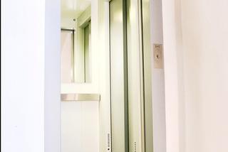 Modernizace výtahu, 6 osob, 10 stanic, Praha 2