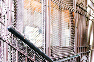 Osobní výtahy, zabudované ve schodišti, 5 osob, 5 stanic, Praha 2